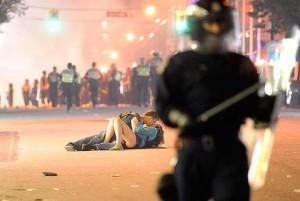 Vancouver 2011 Hockey Riot Kiss